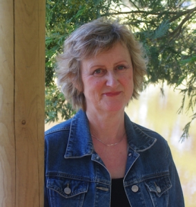 Interview with writer Robyn Cadwallader by Nicole Melanson - photo by Alan Cadwallader